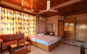 Green Peak Resort Luxury Bed Room