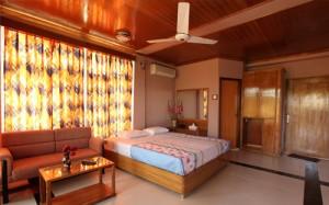 Green Peak Resort Luxury Bed Room
