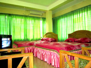 ac-couple+couple-room-of-river-view-hotel